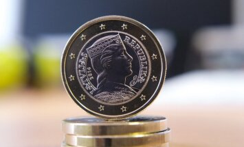 Starp viena eiro monētām apgrozībā Latvijā aptuveni 15% ir citu eirozonas valstu izdotās monētas