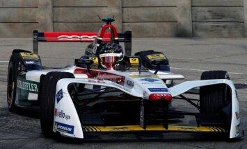 Danielam Abtam atņem uzvaru pirmajā 'Formula E' posmā