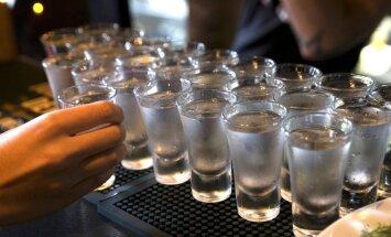 Igaunijas valdībā ceļ trauksmi saistībā ar alkohola tirdzniecību pār robežu ar Latviju