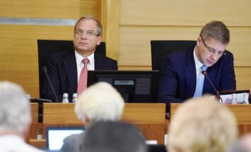 Rīgas domes pozīcija nepiekāpjas – 'jautājumu kvotas' paliek spēkā