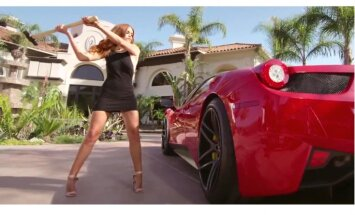 Video: Supermodele ar veseri dauza 'Ferrari' superauto