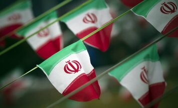 Irānas riala vērtība nokritusies līdz rekordzemam līmenim; kopš 2011. gada zaudēti 80% vērtības