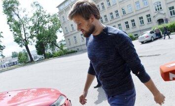 Отстраненный от должности в Рижской думе из-за уголовного дела Брожа устроился в Rīgas satiksme