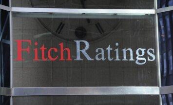 'Fitch' uzreiz par piecām pakāpēm pazemina Argentīnas kredītreitingu