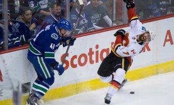 Ķēniņa atgriešanās mačā NHL 'Canucks' ielaiž septiņus vārtus