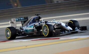 Hamiltonam ceturtais 'pole-position' šīs sezonas F-1 kvalifikācijas sacensībās