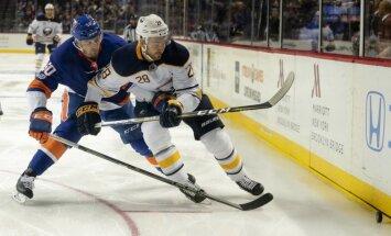 Чемпионат НХЛ: Гиргенсонс забросил шайбу во втором матче подряд
