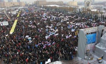 """В Москве — многотысячные митинги оппозиции и """"за Путина"""""""