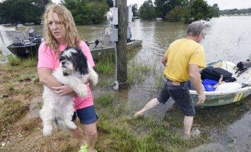 Vēsturiskos plūdos Luiziānā trīs bojāgājušie un simtiem izglābto