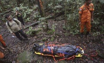 Indonēzijā izvirduša vulkāna apkaimē nogāžas glābšanas helikopters