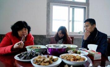 Risinājums Ķīnas vientuļniekiem: noīrētas draudzenes stāsts