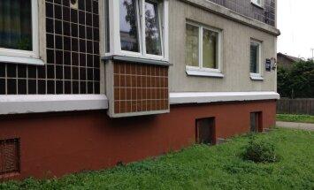 Pārvērtības namā Zolitūdē: Iedzīvotāji bez RNP atbalsta atjauno fasādi un kāpņu telpu