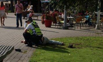Reidā ar policiju: smēķējoši tīņi, piedzērušies bezpajumtnieki un Gaismas pils iekarotāji
