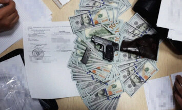 Браунинг и наличные: СБУ обыскала ячейку Вышинского