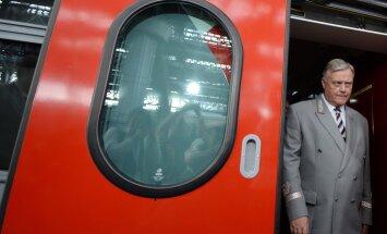 Hroniska finanšu trūkuma dēļ vairāki 'Krievijas dzelzceļa' projekti iestrēguši, Kremli brīdina Jakuņins