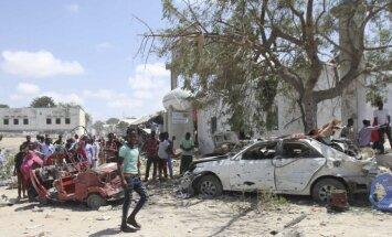 Somālijas galvaspilsētas valdības ēkā iebrauc auto, nogalinot vismaz sešus cilvēkus