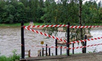'Laipas būs' - Ogrē atjauno rudenī pārrauto pontonu tiltu