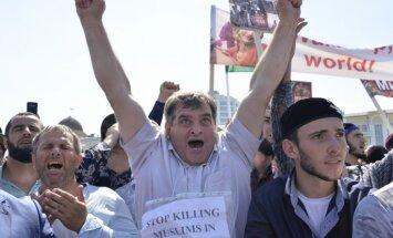 Čečenijā desmitiem tūkstoši protestē pret rohindžu vajāšanu Mjanmā