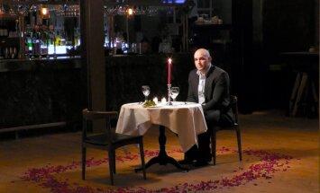 Video: Londonā 'Ford' Valentīndienā strādājošiem viesmīļiem sagādā pārsteigumu