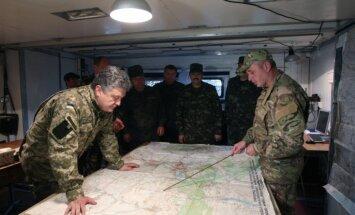 Pamiers Ukrainā vairākkārt pārkāpts; Porošenko un Putins aicina sākt miera sarunas