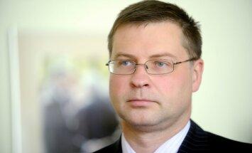 Kamēr starptautiskajā arēnā valdība dzird atzinīgus vārdus, Latvijā tā saņem nopēlumu