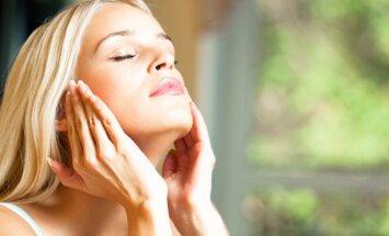 Astoņas sejas tīrīšanas kļūdas, kas liek ādai ātrāk novecot
