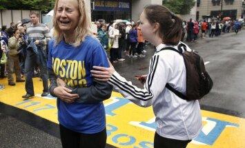 Tūkstošiem skrējēju pabeidz Bostonas maratona pēdējos kilometrus
