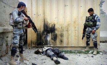 Afganistānas policijā iefiltrējies talibs nošauj 10 policistus