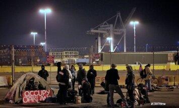 ASV protestētāji traucē rietumkrasta ostu darbību