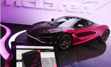 Foto: Latvijas dzeltenā 'Ferrari' turētāja lepojas ar jaunāko pirkumu – sarkanu 'McLaren'