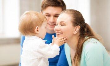Mamma ģimenē ir galvenā, pirmdzimtais – lielais skolotājs: atziņas par bērna pirmo dzīves gadu