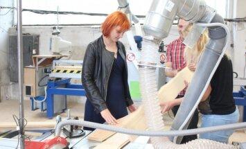Jaunie uzņēmēji Rojas novadā izveido ambiciozu dizaina koka grīdu ražotni