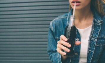 СМИ: Латвия может отказаться от использования пластмассовых соломинок