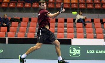 Латвийские теннисисты не сумели выйти из слабейшего дивизиона Кубка Дэвиса