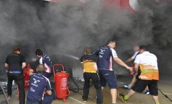 Sešpadsmit cietušo, viens smagi ugunsgrēkā boksos pēc F-1 Spānijas 'Grand Prix' izcīņas