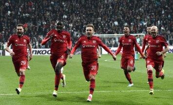 Dramatiskās cīņās noskaidroti UEFA Eiropas līgas pusfinālisti