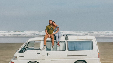 Ceļot savā 'automājā': pieci stāsti par latviešiem ar izdomu un ceļotāja garu