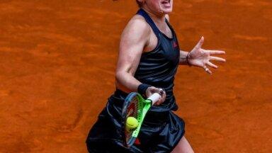 Ostapenko un Pavļučenkova iekļūst Madrides dubultspēļu turnīra pusfinālā