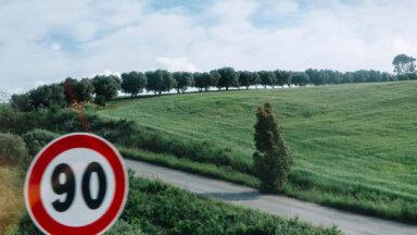 Maksimālais braukšanas ātrums uz visiem galvenajiem autoceļiem no otrdienas ir 90 km/h