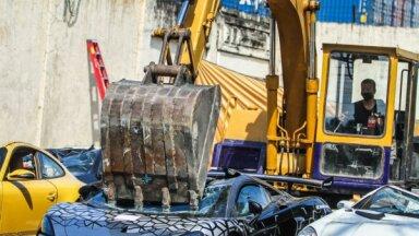 Video: Filipīnās muitnieki iznīcina vienu no 350 saražotajiem 'McLaren 620R'