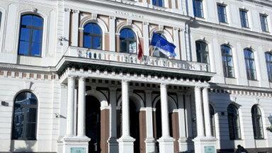 Rīgas domes koalīcija saķildojas, lemjot par budžeta grozījumiem un atbalstu basketbolam