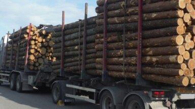 Policija fiksē kravas transportlīdzekli, kuram pieļaujamā faktiskā masa pārsniegta par 9750 kg