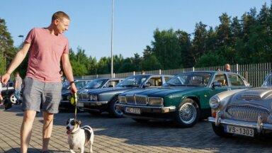 Foto: Pie Rīgas Motormuzeja aizvadīts klasisko britu auto tematiskais vakars
