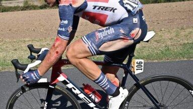 Ceļgalā robs, uzacij jānolaiž asinis... Toms Skujiņš par kritieniem riteņbraukšanā