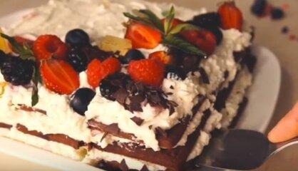 Ātrā šokolādes cepumu un biezpiena kūka bez cepšanas