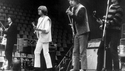 1964. gads: Karš pret baznīcu, dermatīna uzvara un 'The Rolling Stones'