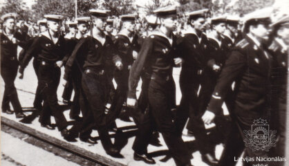 1993 год: Новые пятилатовики, Россия выводит армию, в Латвии все больше мобильников и пейджеров