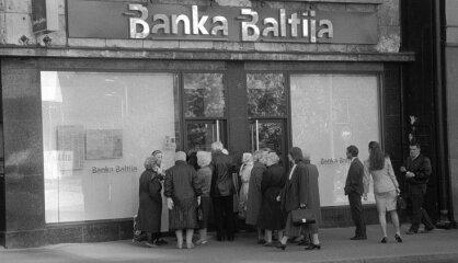 """1995 год: Крах банка """"Балтия"""", Россия против вступления Латвии в НАТО, взрыв Скрундского локатора"""