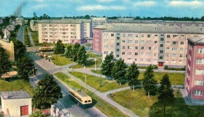 1958. gads: Dibina NASA, Preslijs dodas dienēt, Rīgā būvē Āgenskalna priedes