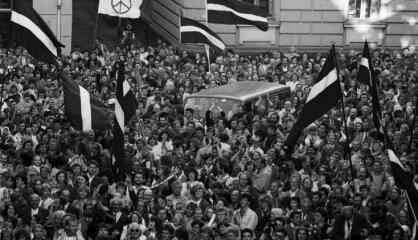 1990 год: Возвращение независимости